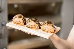 Free Fresh Baked Croissants In The Bakery Stock Images - 112646344