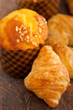Fresh baked muffin and croissant mignon Royalty Free Stock Images