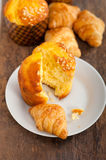 Fresh baked muffin and croissant mignon Stock Photography