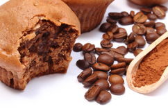 Fresh baked muffins, coffee grains and powdery cinnamon Royalty Free Stock Images