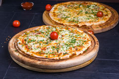 Fresh baked pizza Royalty Free Stock Images