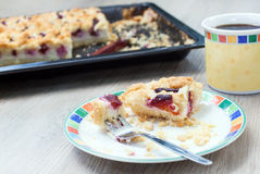 Fresh baked plum cake and cup of coffee Royalty Free Stock Photos