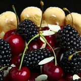 Fresh blackberry and cherry cake Royalty Free Stock Images