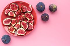 Fresh blue figs sliceson plate on pink background top view copyspace Royalty Free Stock Images