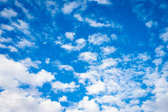 Fresh blue sky background with clouds Royalty Free Stock Photos