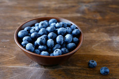 Fresh blueberries in a bowl Royalty Free Stock Photos