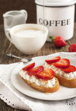 Fresh bread with Cottage cheese, strawberry and honey Royalty Free Stock Photos