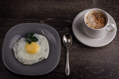 A fresh breakfast of eggs and coffee Royalty Free Stock Photos