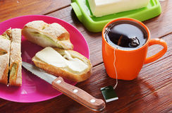 Fresh bun and cup of black tea for five-o-clock Stock Images