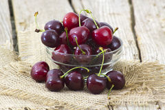 Fresh cherries in a bowl Royalty Free Stock Images