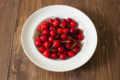 Fresh cherries in the white plate Stock Photography