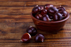 Fresh chestnuts in a bowl Royalty Free Stock Photos