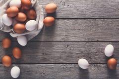 Fresh chicken brown eggs on linen, organic farming background Royalty Free Stock Photos