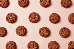 Fresh chocolate chip cookies pattern on pink background stock photos
