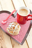 Fresh cinnamon roll and coffee Royalty Free Stock Photos