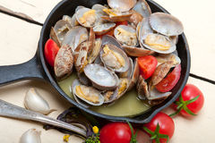 Fresh clams on an iron skillet Royalty Free Stock Image