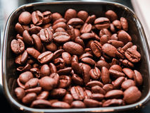 Fresh coffee beans background Royalty Free Stock Photos
