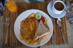 Fresh coffee, orange juice and omlet served for Royalty Free Stock Photos