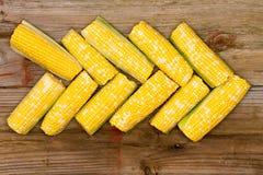 Fresh corn on the cob arranged in an arrow Stock Photos