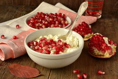 Fresh cottage cheese with pomegranate Royalty Free Stock Images