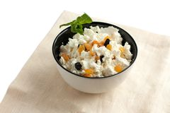 Fresh cottage cheese with raisins in a bowl Royalty Free Stock Photos
