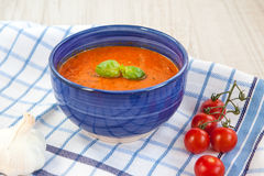 Fresh cream tomato soup with organic garlic and tomatoes Royalty Free Stock Images