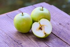 Fresh cut apples Royalty Free Stock Images