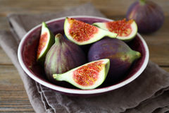 Fresh figs in a bowl on napkin Stock Photos