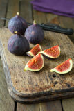 Fresh figs on a chopping board Royalty Free Stock Photos