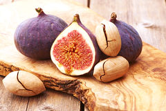 Fresh figs on wooden table Royalty Free Stock Photography