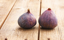 Fresh figs on wooden table Royalty Free Stock Photos