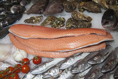 Fresh fish and fruits of the sea on fishmarket Royalty Free Stock Photography