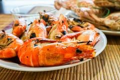 Fresh flaming shrimp ready to serve Royalty Free Stock Photography