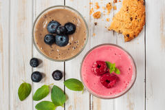 Fresh fresh blueberry and raspberry smoothie Royalty Free Stock Photos