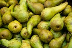 Ripe pears on the counter in the supermarket