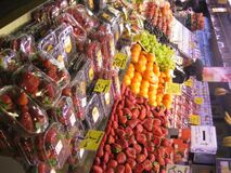 fresh-fruits-stand Royalty Free Stock Images