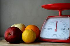 Fresh fruits and a weighing scale Royalty Free Stock Photos