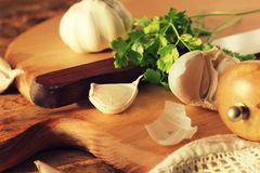 Fresh garlic on cutting board Stock Photography