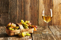 Fresh grapes and white wine Royalty Free Stock Photos