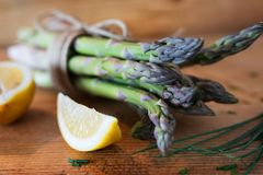 Fresh green asparagus with lemon Royalty Free Stock Images