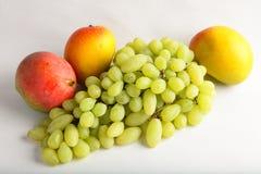 Fresh green grapes and mangoes Royalty Free Stock Photography