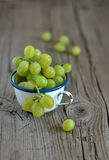Fresh green grapes in a vintage mug Stock Photography