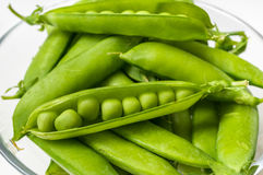 Fresh green peas in bowl Royalty Free Stock Images