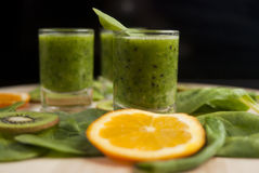 Fresh green smoothie with spinach and kiwi Royalty Free Stock Photos