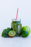 Fresh green smoothy drink Royalty Free Stock Photos