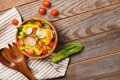 Fresh healthy salad with lettuce,tomatoes,pepper,radish on woode Stock Photography