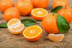 Fresh mandarin oranges fruit with leaves in old wooden table Stock Photography