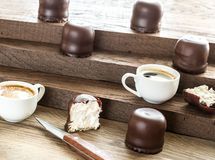 Fresh marshmallows with two cups of coffee Royalty Free Stock Photography