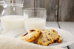 Fresh milk with sweet cookies Royalty Free Stock Photos
