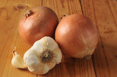 Fresh onions and garlic Royalty Free Stock Images